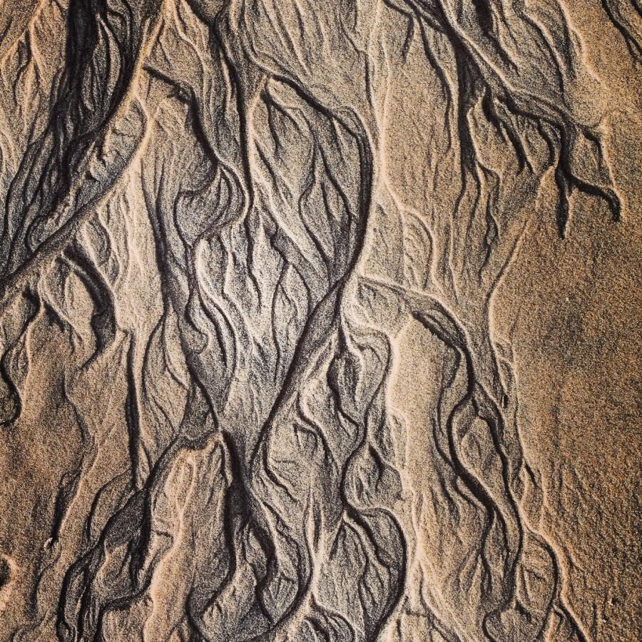Traces sur le sable pour un poème bardique